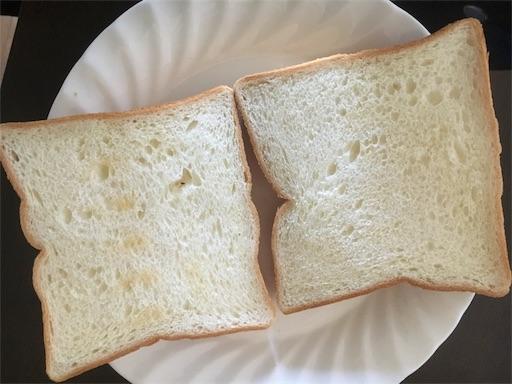 しっかりトーストした食パン