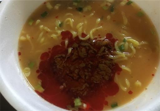 護摩龍カップ麺-液体スープ投入