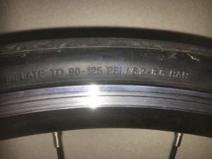自転車のタイヤ側面拡大図
